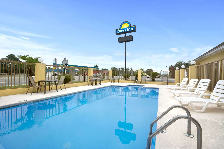 Pool - Days Inn Alma