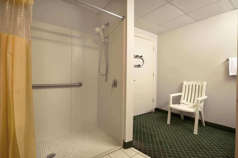 Room - Days Inn Alma