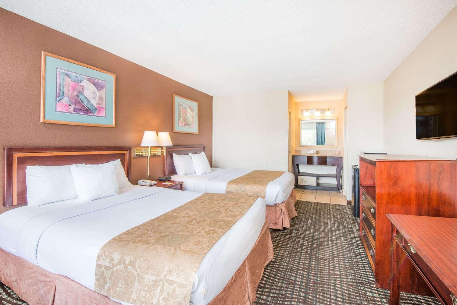 Room - Days Inn Glen Burnie