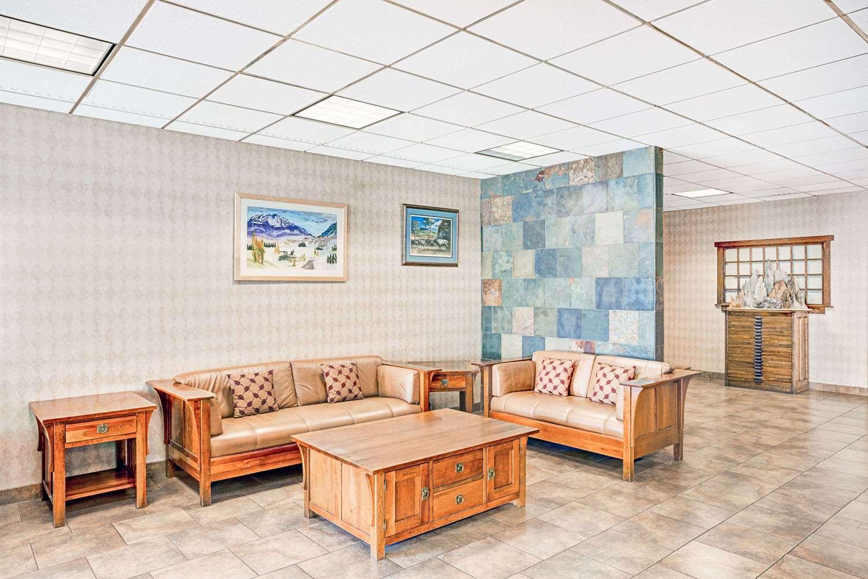 Lobby - Super 8 Hotel Meadow Wood Courtyard Reno