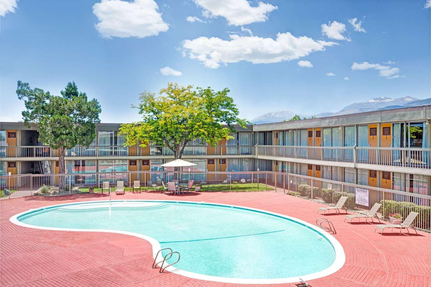 Pool - Super 8 Hotel Meadow Wood Courtyard Reno