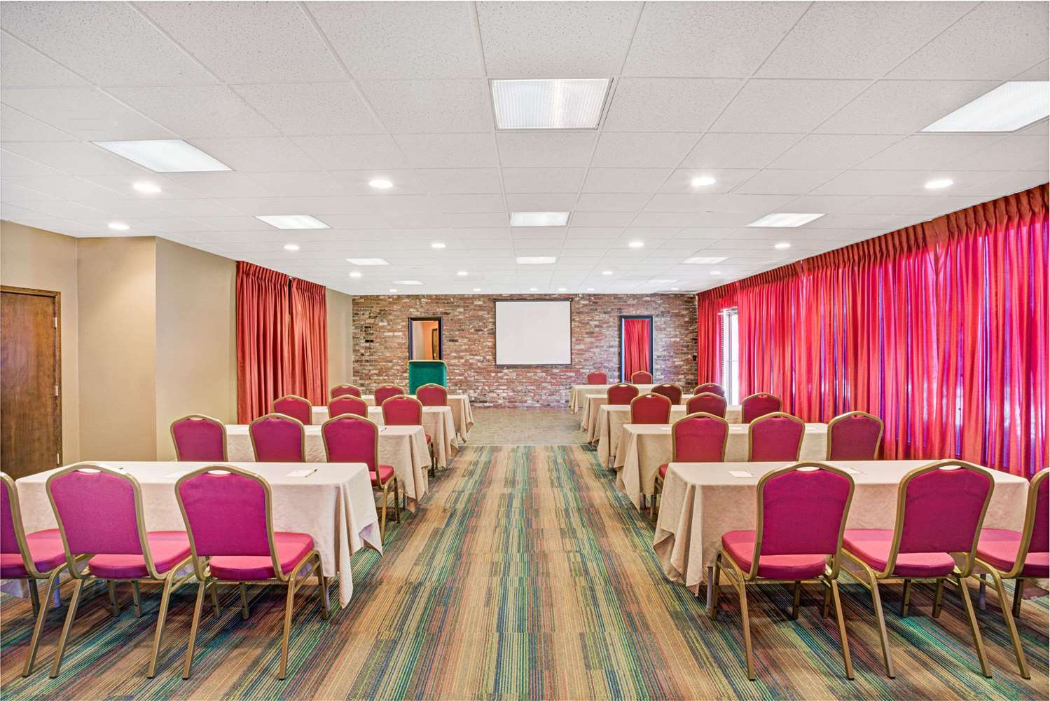 Meeting Facilities - Super 8 Hotel Meadow Wood Courtyard Reno