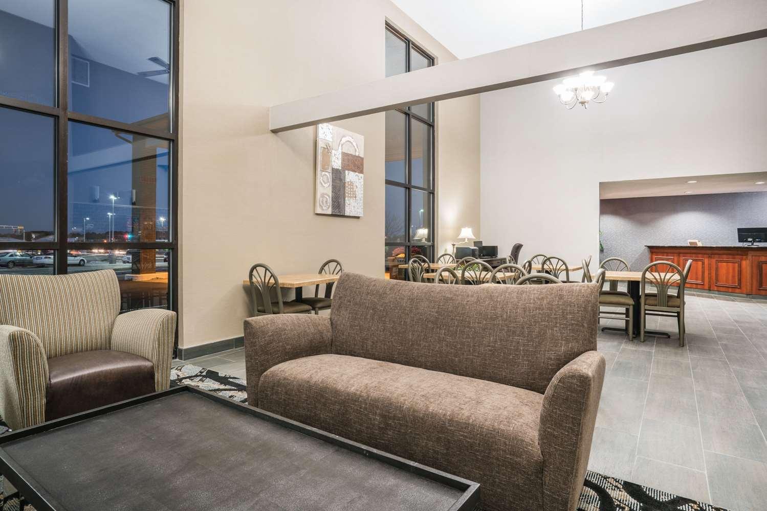Lobby - Days Inn Wausau