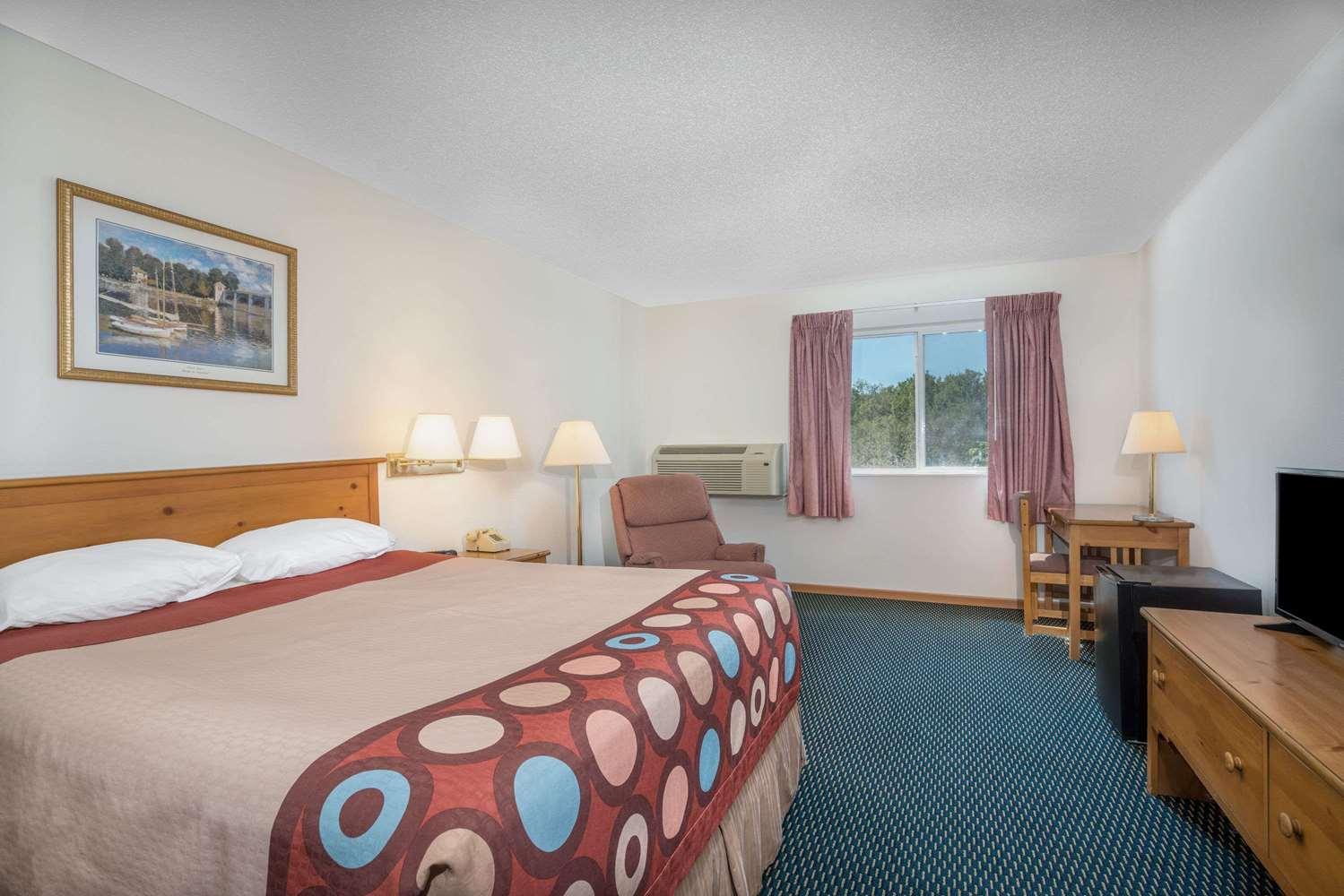 Room Super 8 Hotel Phillips