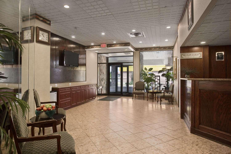 Lobby - Travelodge Cambridge