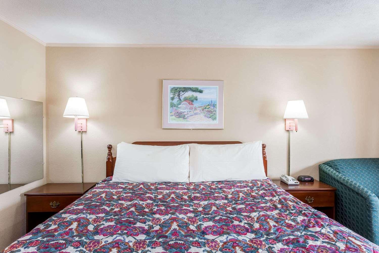 Room - Travelodge Ridgeway