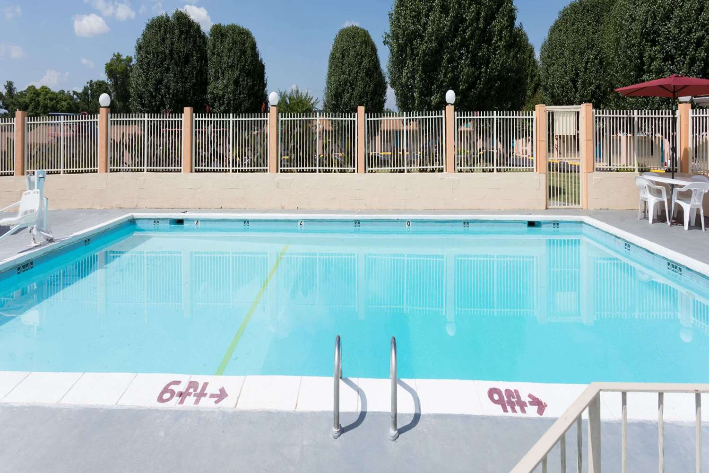Pool - Travelodge Ridgeway