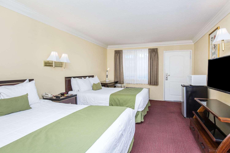 Room - Days Inn Duarte