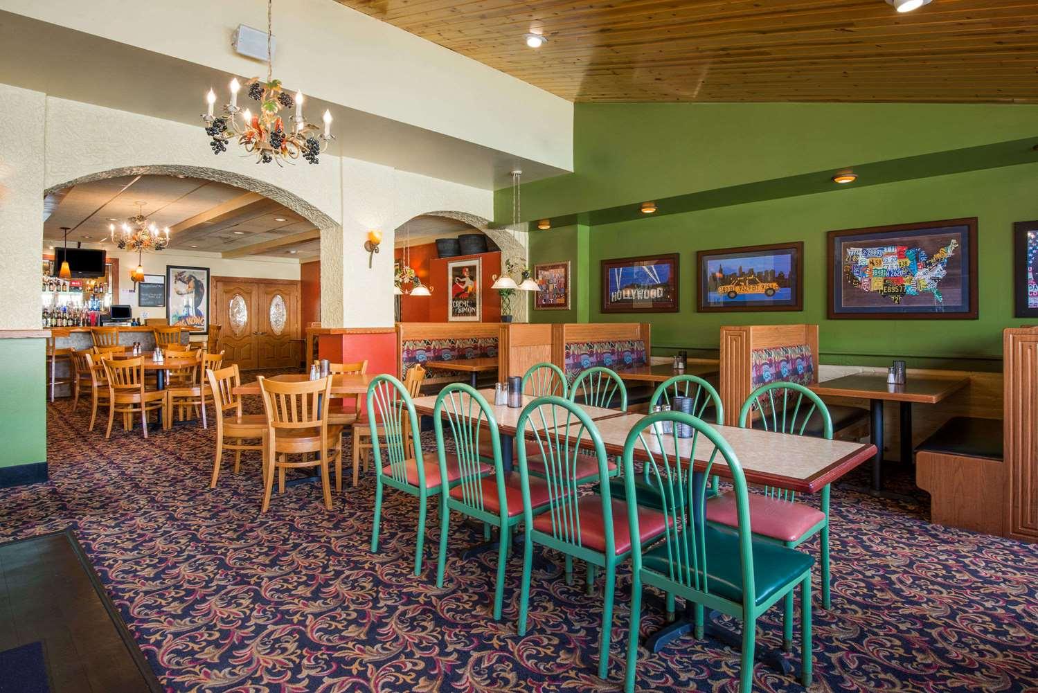 Bar - Super 8 Hotel Erie