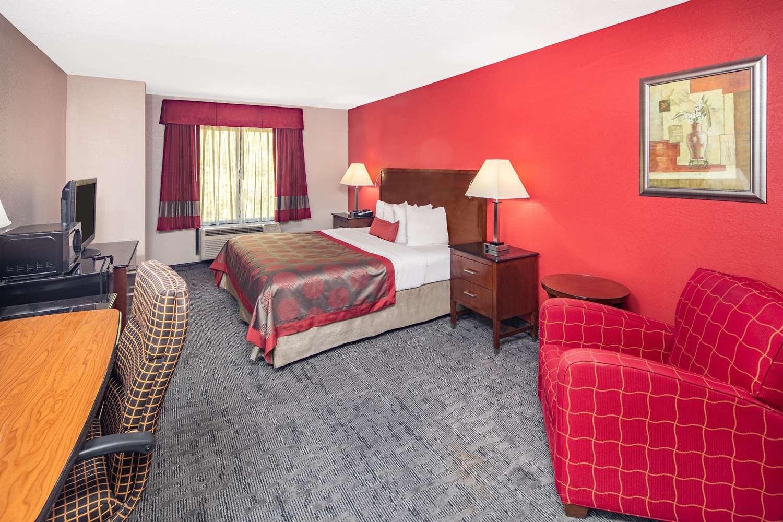 Suite - Ramada Limited Hotel Alpharetta