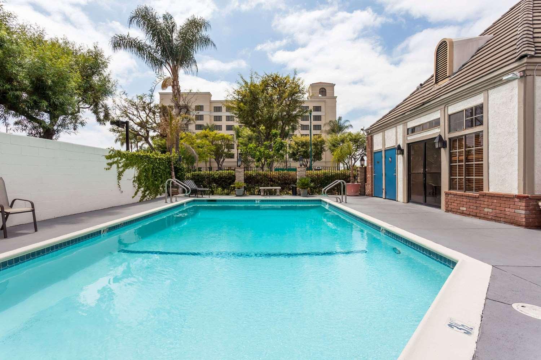 Pool - Travelodge Disneyland Anaheim