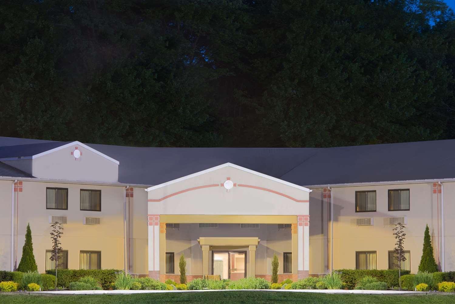 Exterior view - Super 8 Hotel Grove City