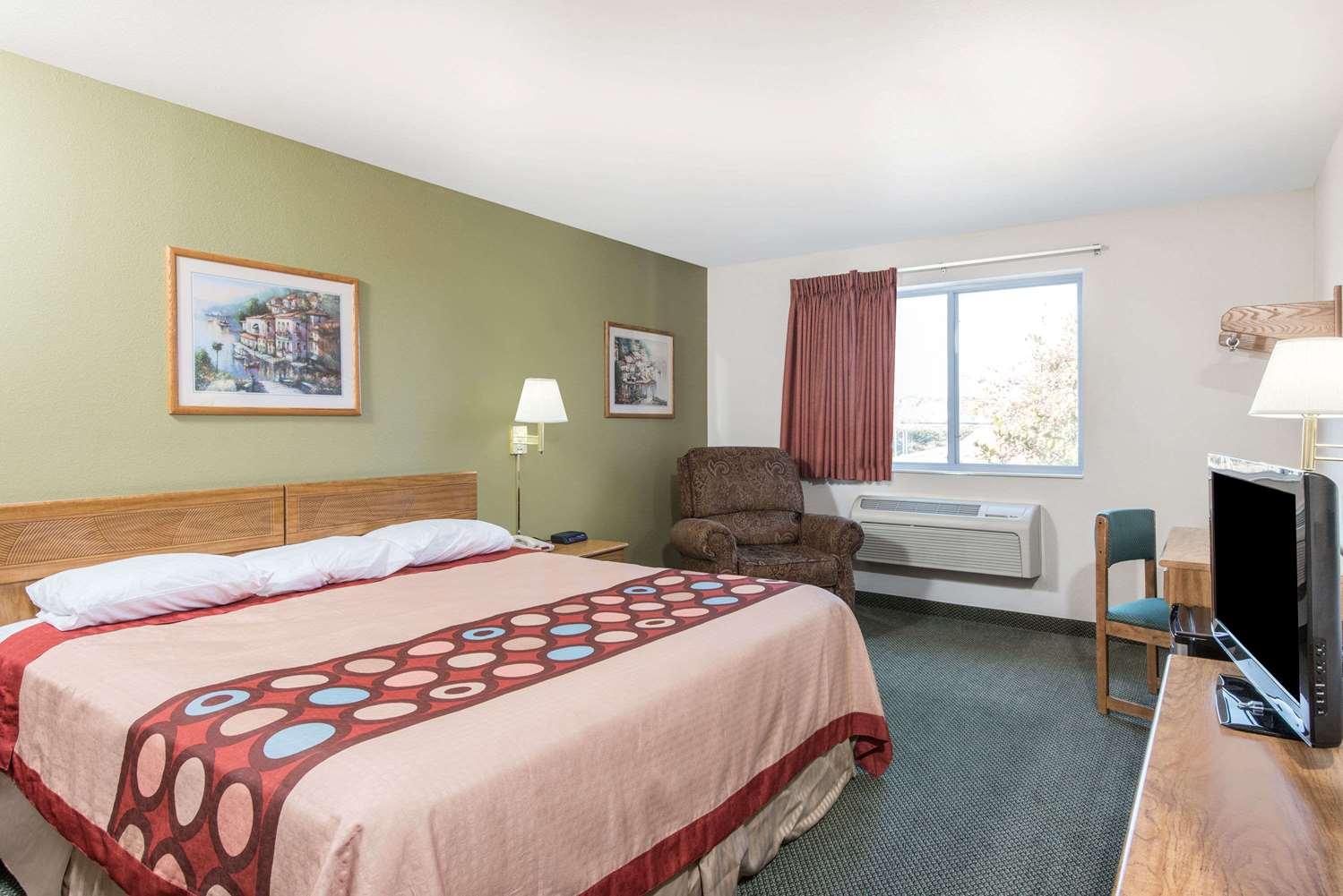 Room - Super 8 Hotel West Middlesex