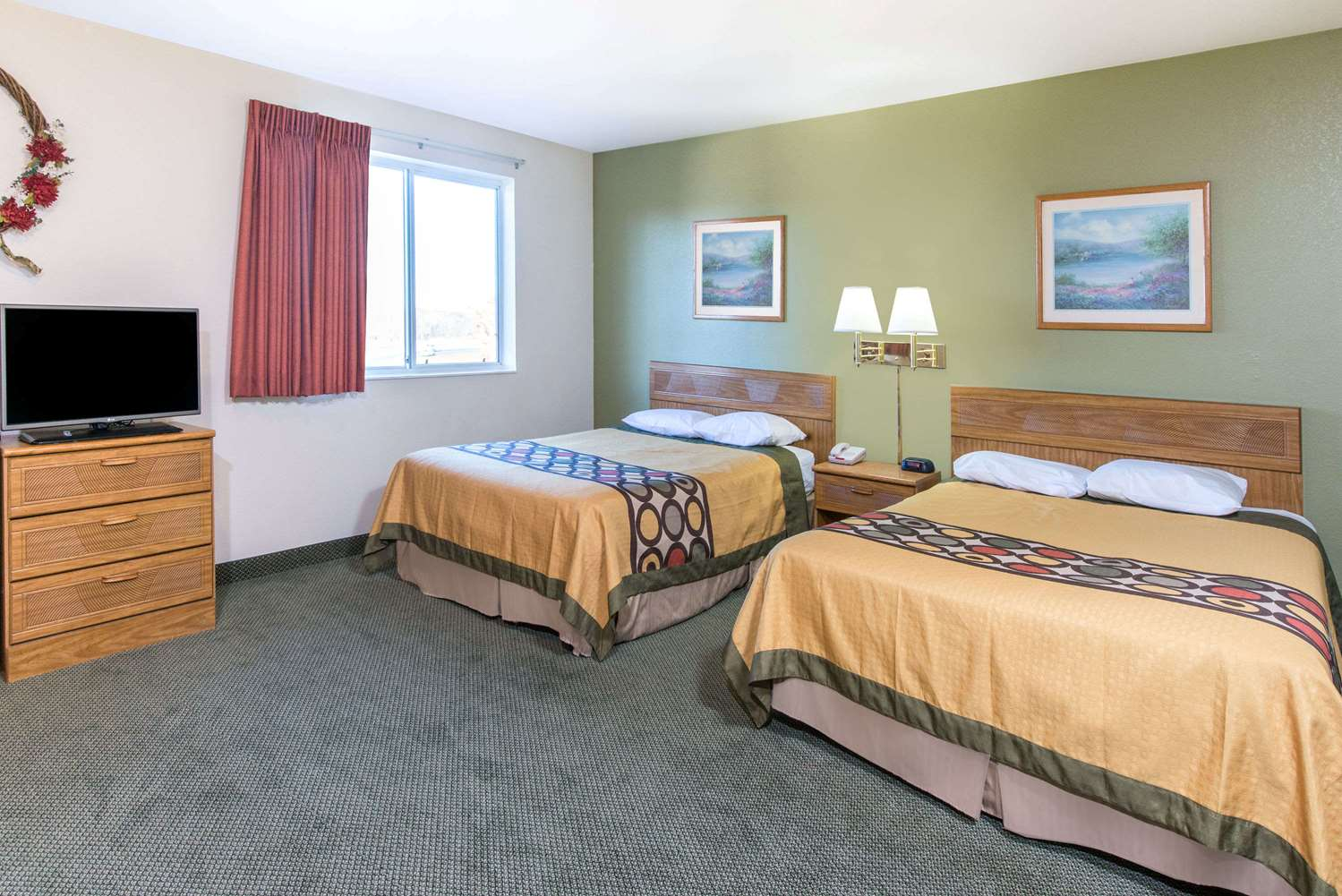 Suite - Super 8 Hotel West Middlesex