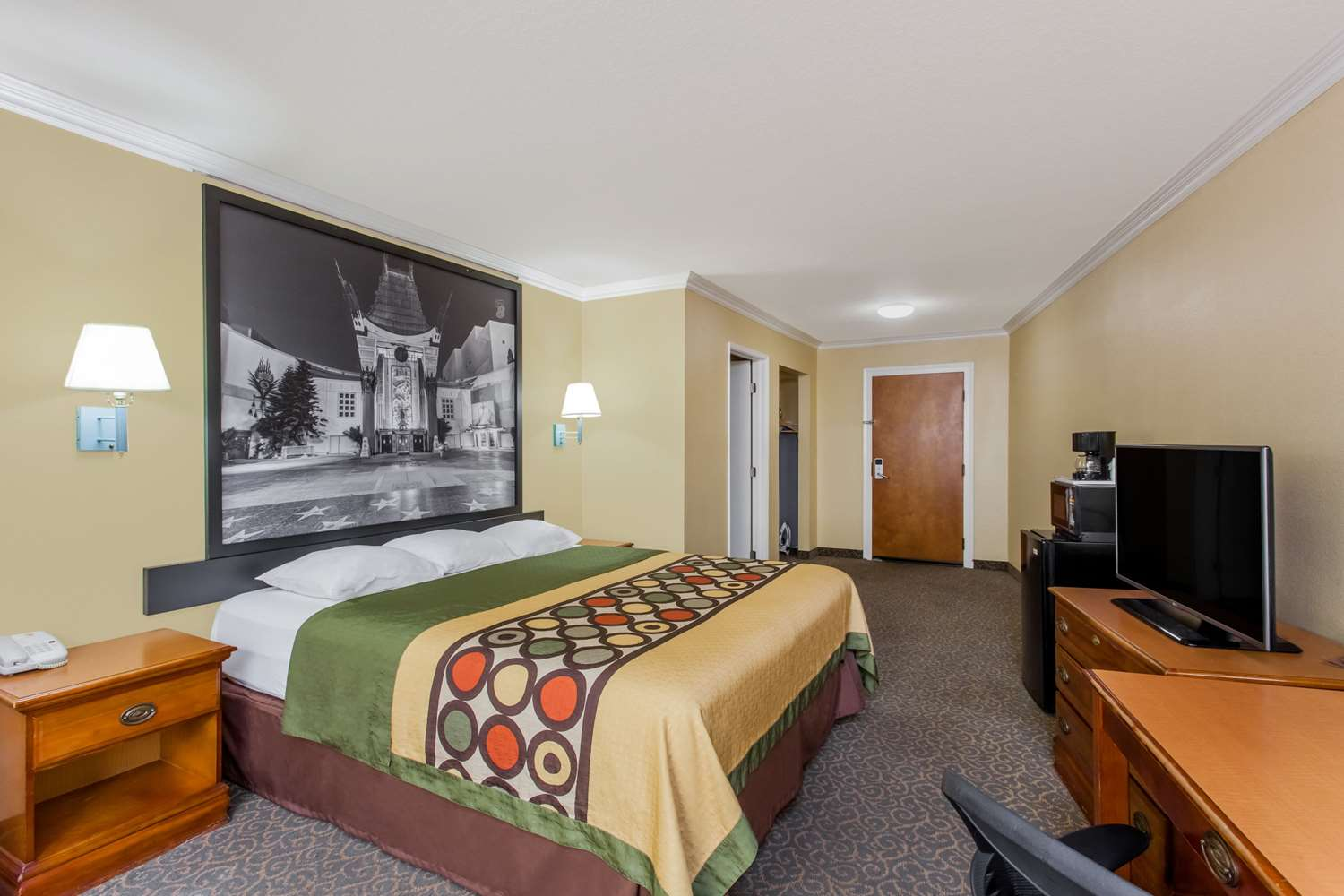 Room - Super 8 Hotel Downtown Los Angeles