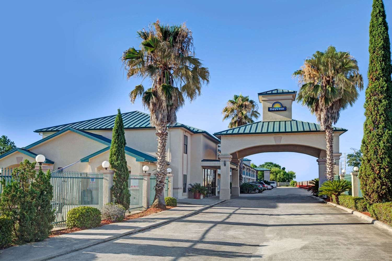Exterior view - Days Inn & Suites North Houston