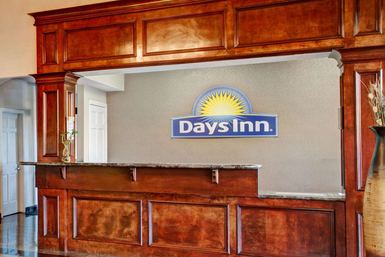 Lobby - Days Inn & Suites North Houston