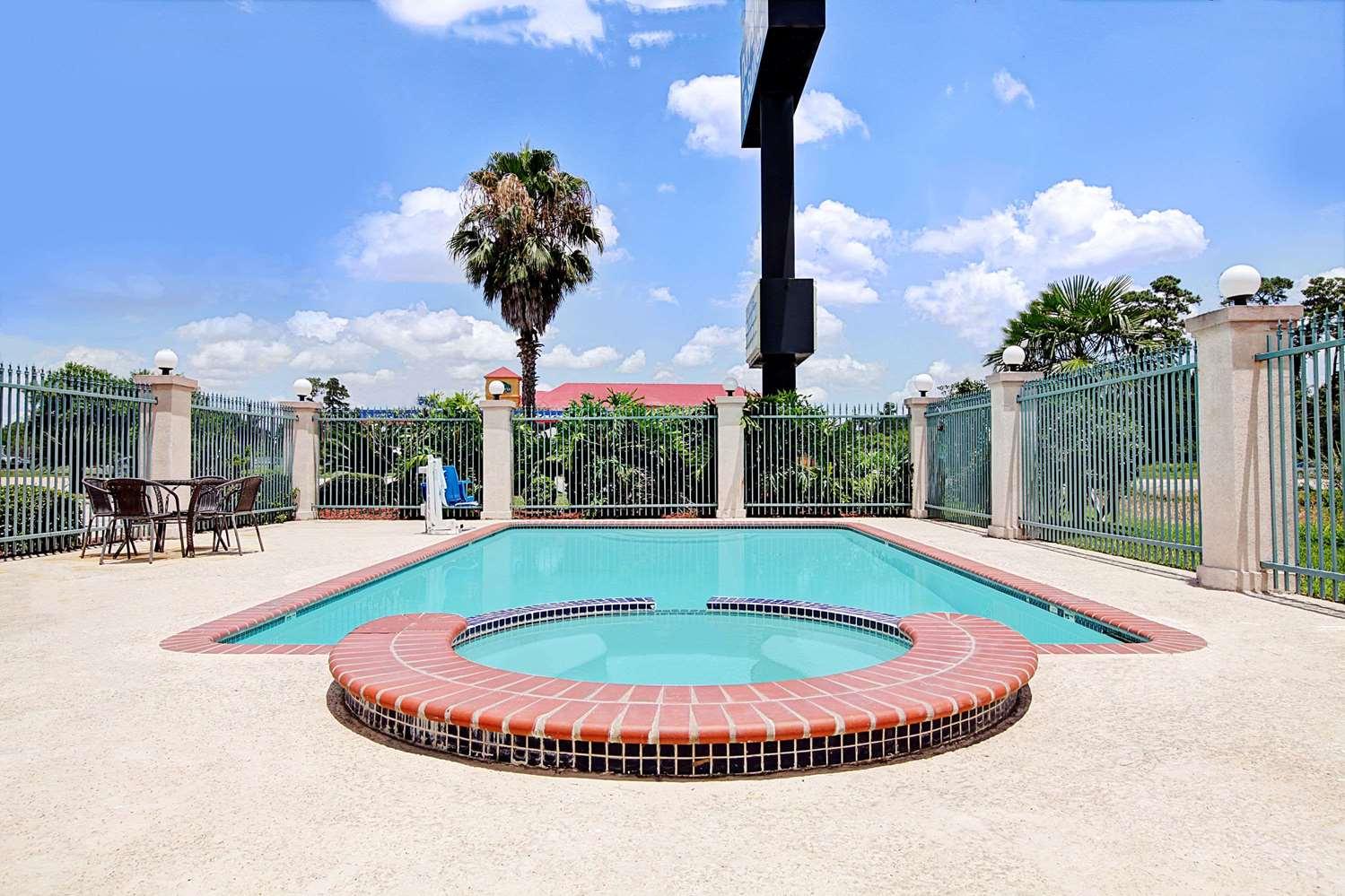 Pool - Days Inn & Suites North Houston