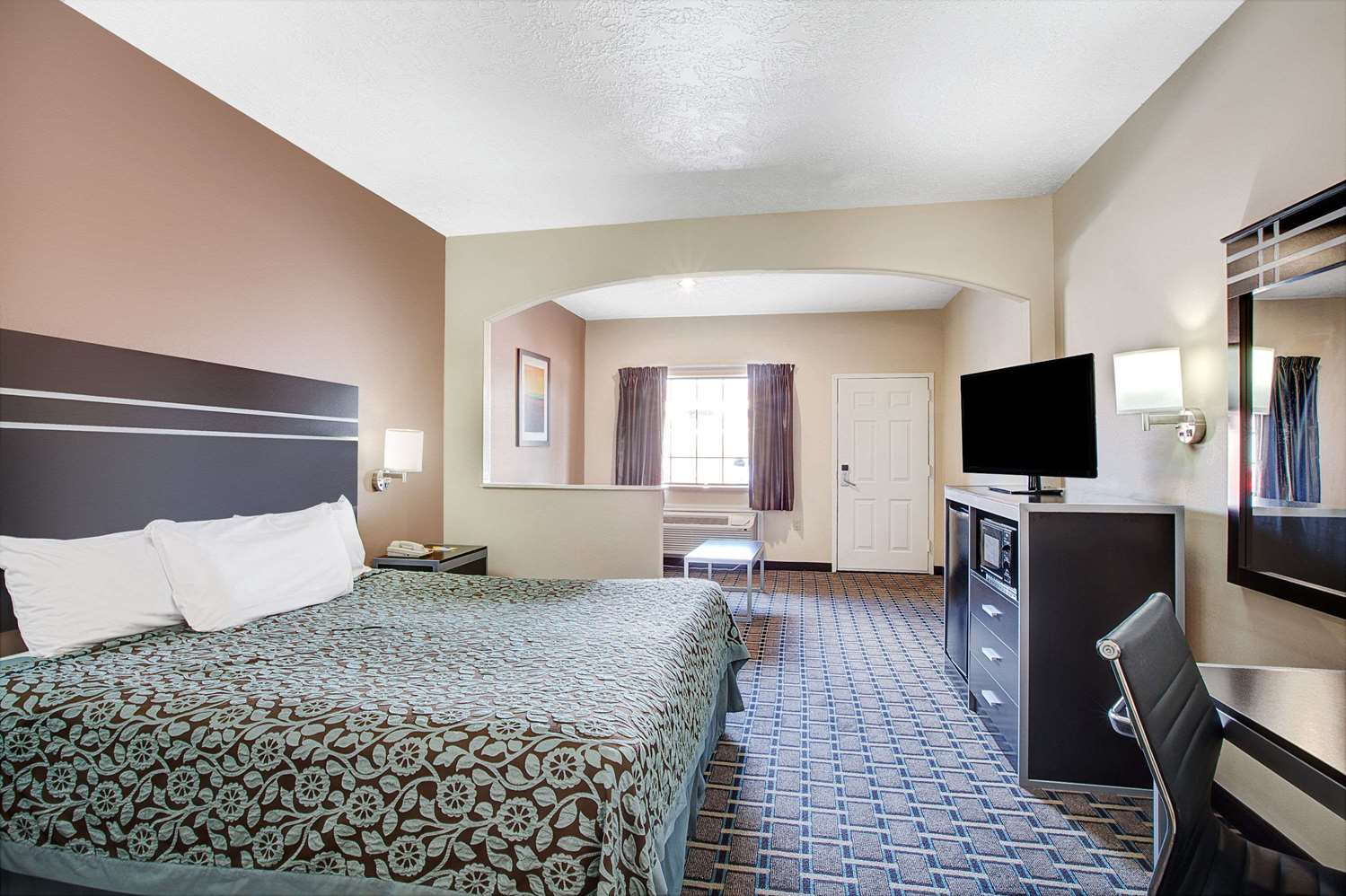 Suite - Days Inn & Suites North Houston