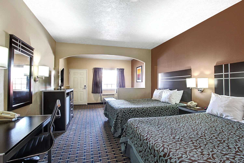 Room - Days Inn & Suites North Houston