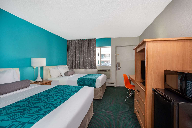 Room - Howard Johnson Express Inn South Colorado Springs