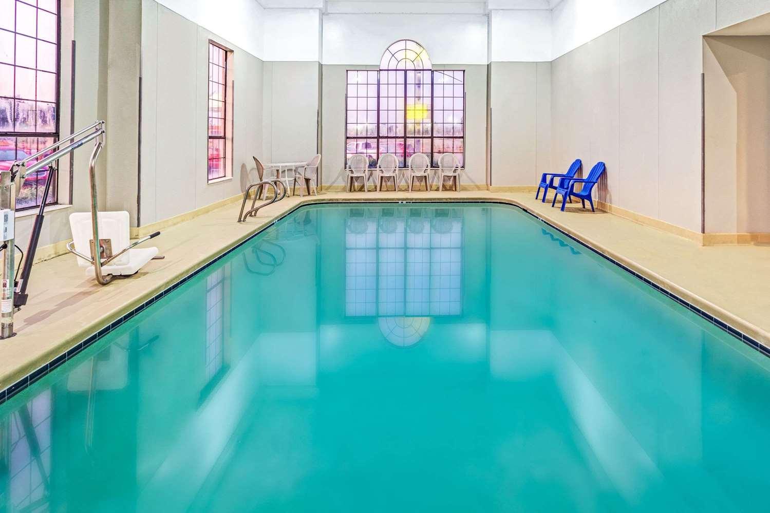 Pool - Super 8 Hotel Dawsonville