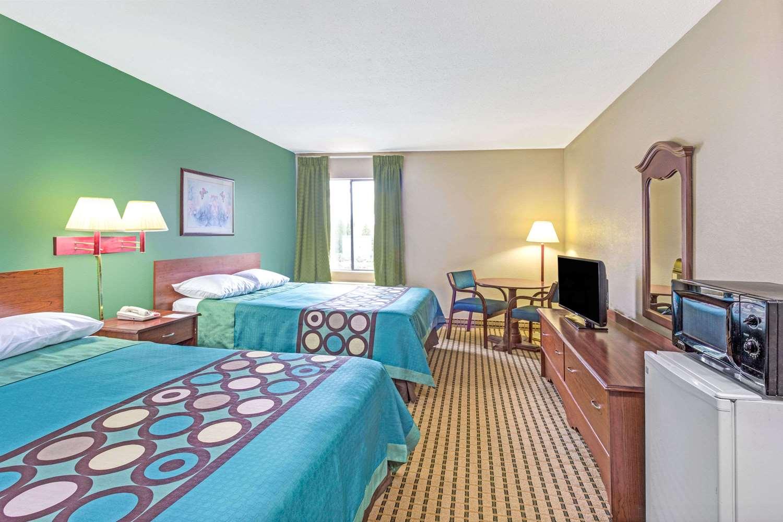 Room - Super 8 Hotel Dawsonville