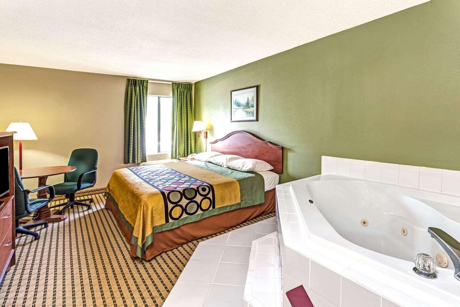 Suite - Super 8 Hotel Dawsonville