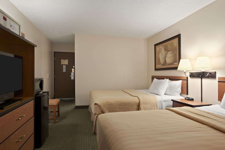 Room - Travelodge Colorado Springs