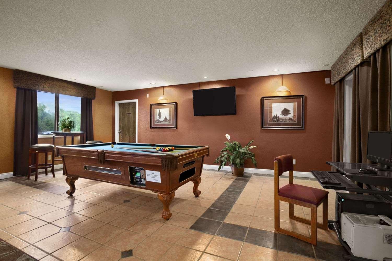 Lobby - Travelodge Colorado Springs