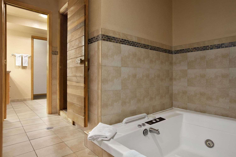Suite - Travelodge Colorado Springs