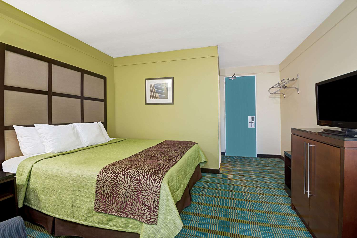Room - Days Inn Southington