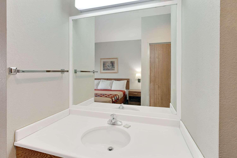 Room - Super 8 Hotel Hampshire