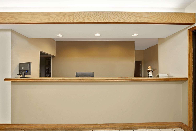Lobby - Super 8 Hotel Hampshire