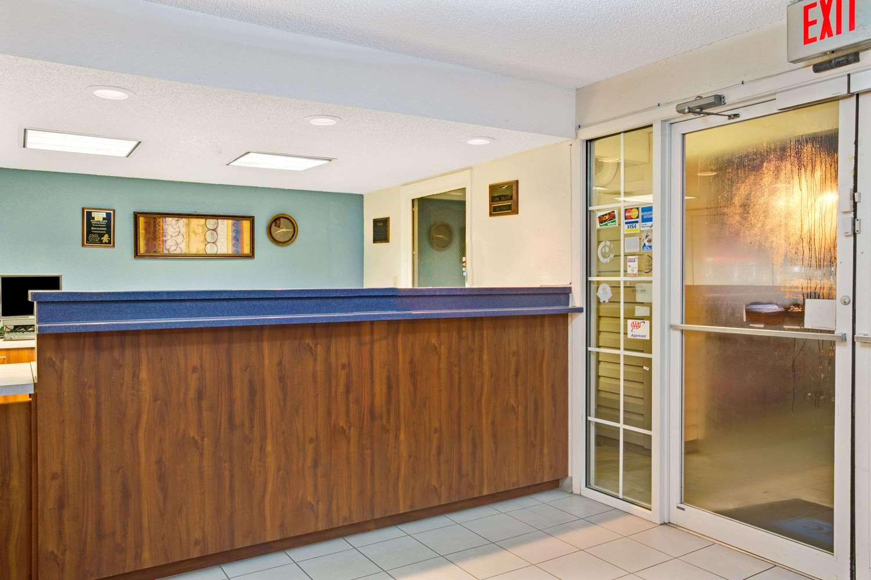 Lobby - Travelodge Hotel & Suites Macclenny