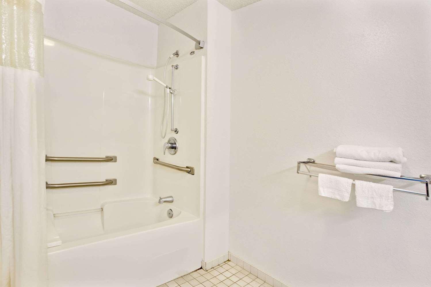 Room - Travelodge Hotel & Suites Macclenny