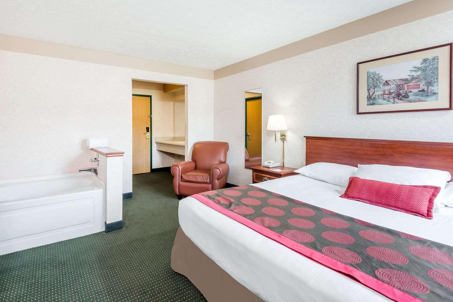 Suite - Ramada Limited Hotel Strasburg