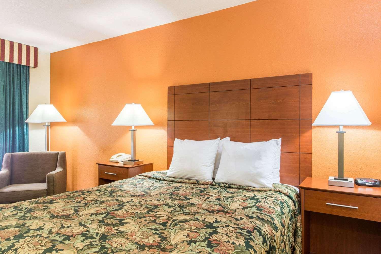 Room - Days Inn I-10 Lake City