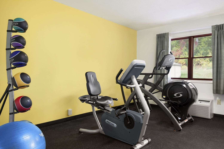 Fitness/ Exercise Room - Days Inn Great Barrington