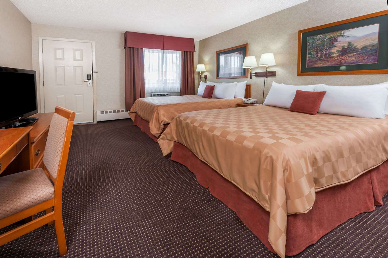 Room - Ramada Inn Stony Plain