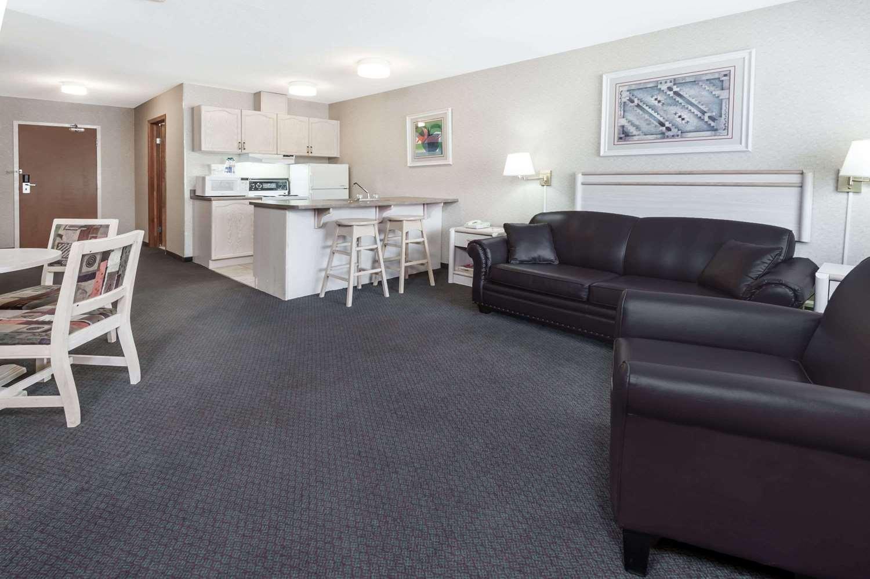 Suite - Ramada Inn Stony Plain