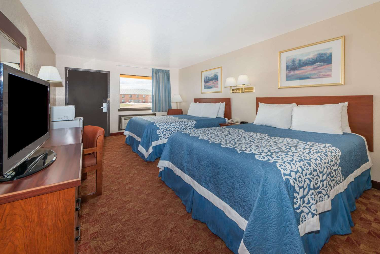 Room - Days Inn Russell