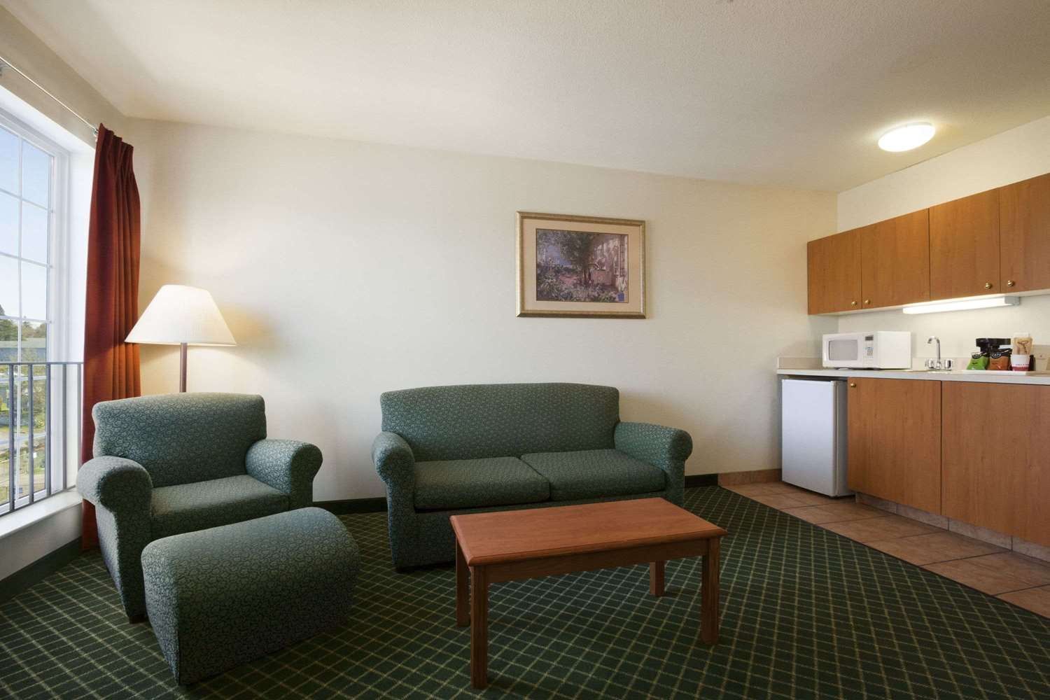 Suite - Ramada Inn & Suites Airport SeaTac