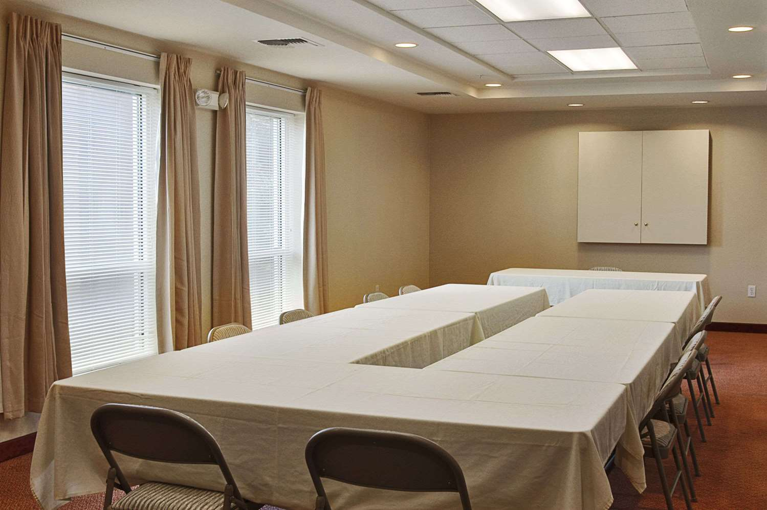 Meeting Facilities - Ramada Inn & Suites Airport SeaTac