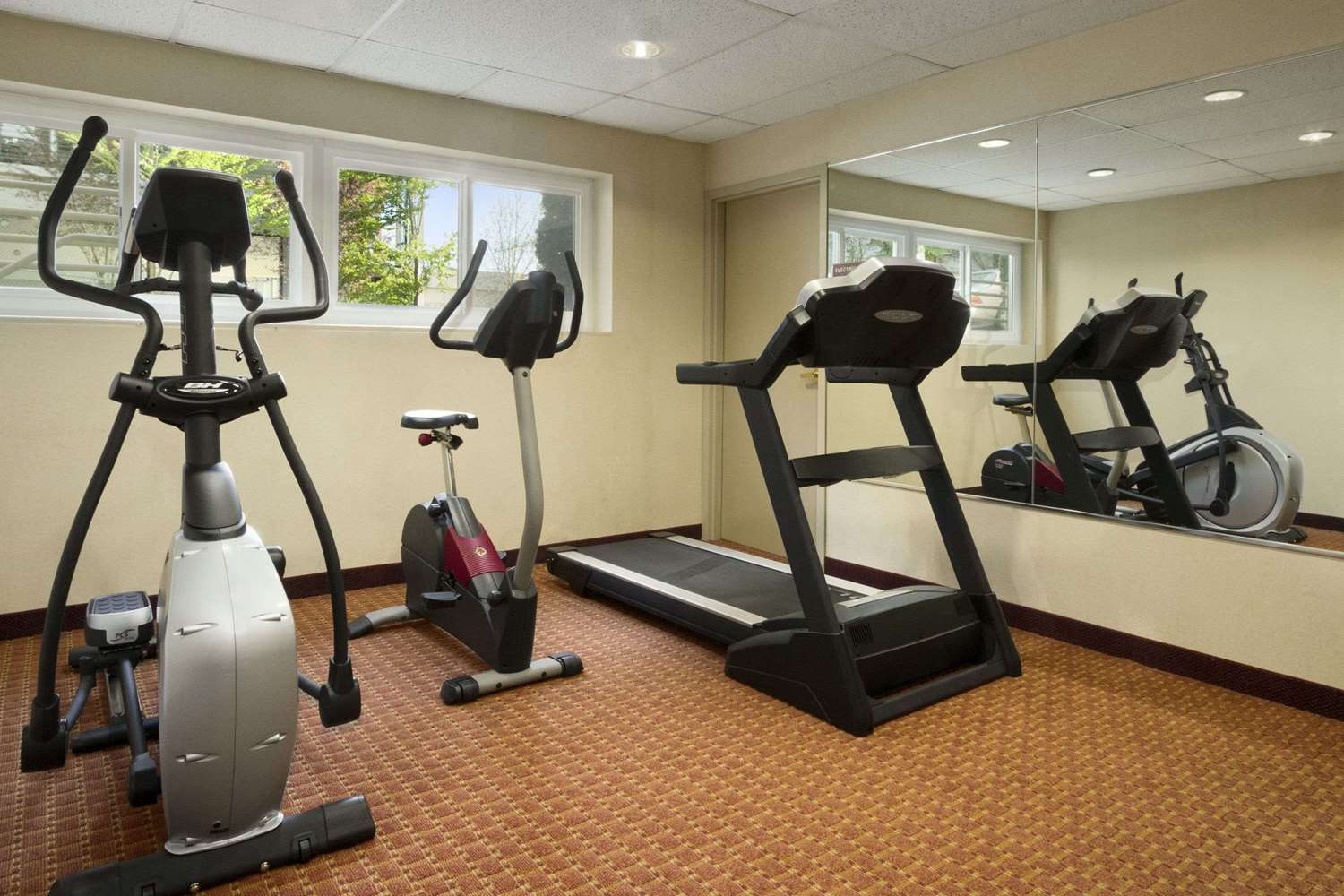 Fitness/ Exercise Room - Ramada Inn & Suites Airport SeaTac