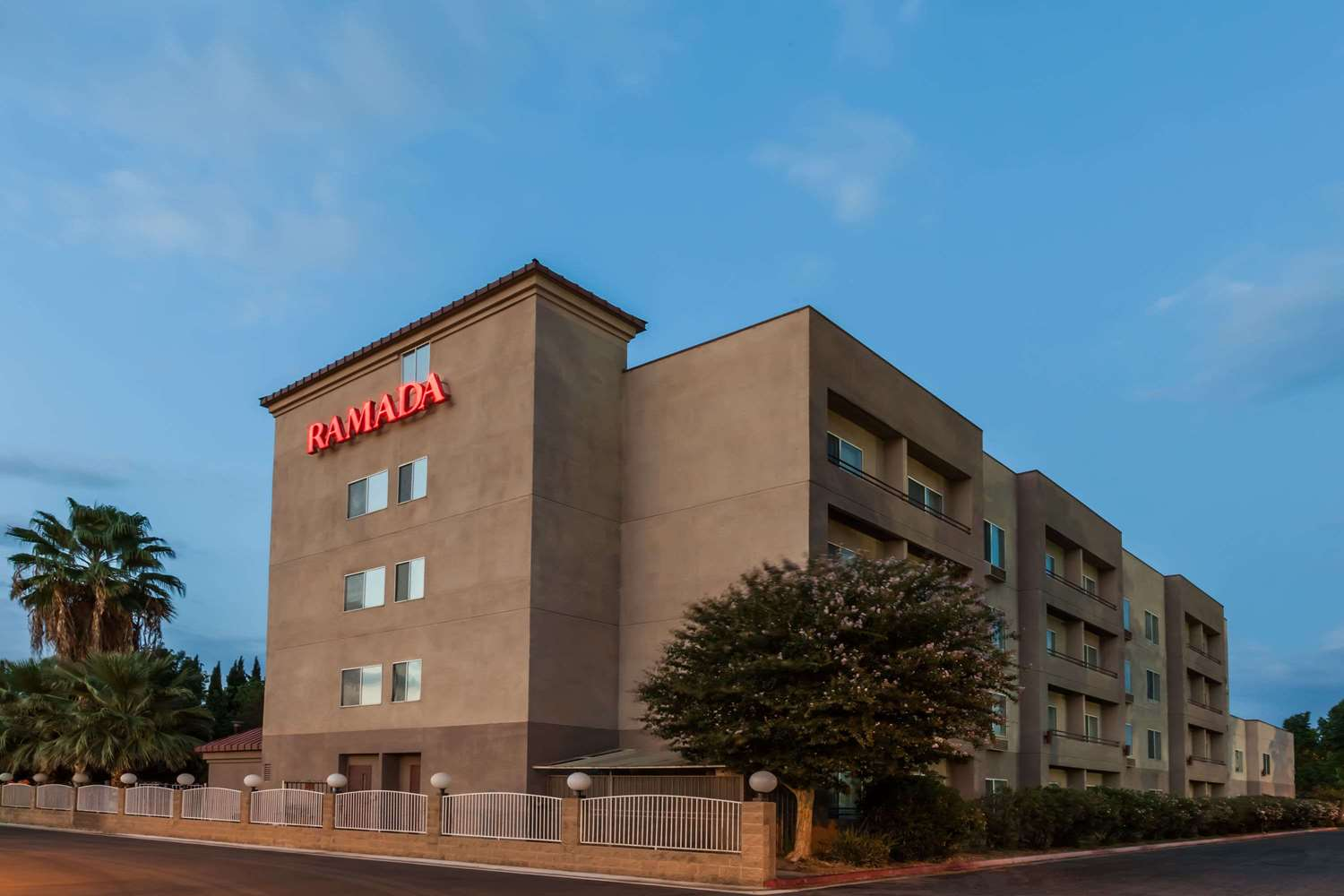 Exterior view - Ramada Limited Hotel Bakersfield