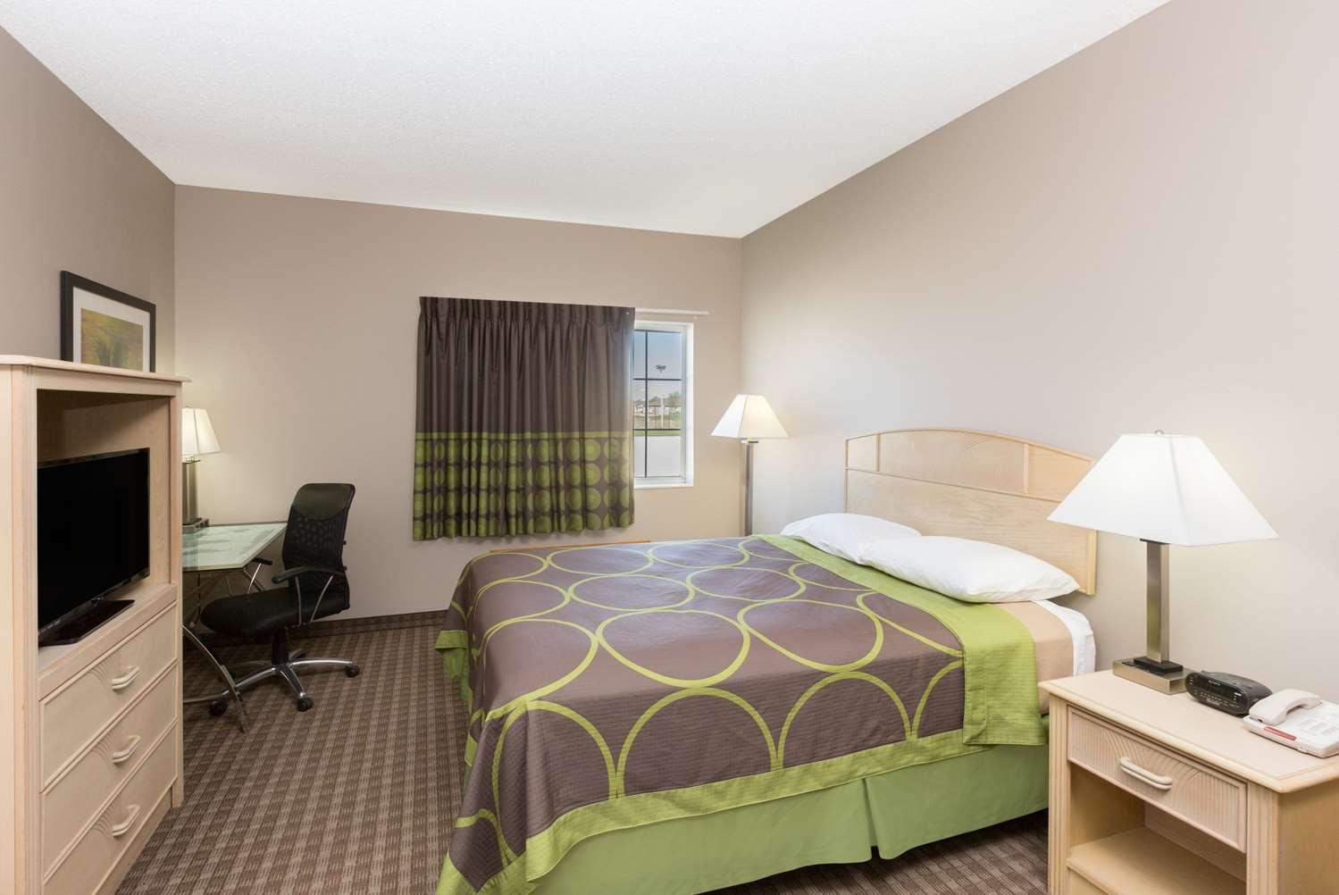 Room - Super 8 Hotel Carroll