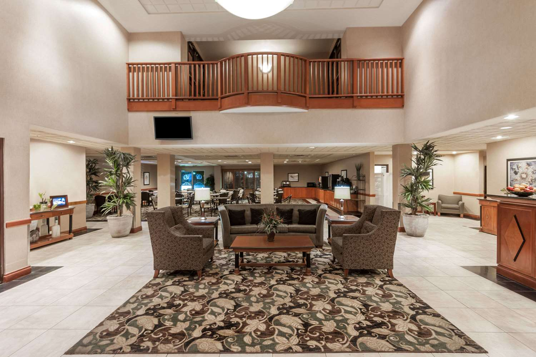 Lobby - Wingate by Wyndham Hotel West Edmonton