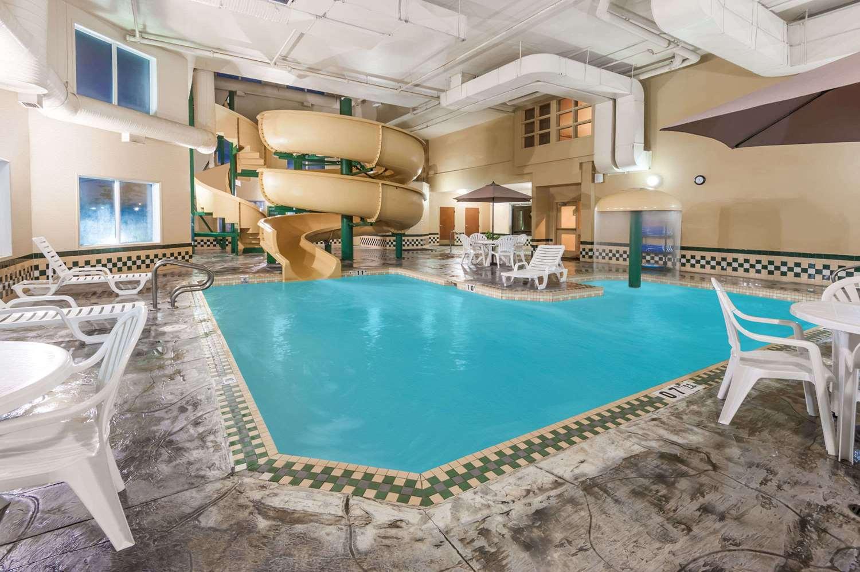 Pool - Wingate by Wyndham Hotel West Edmonton