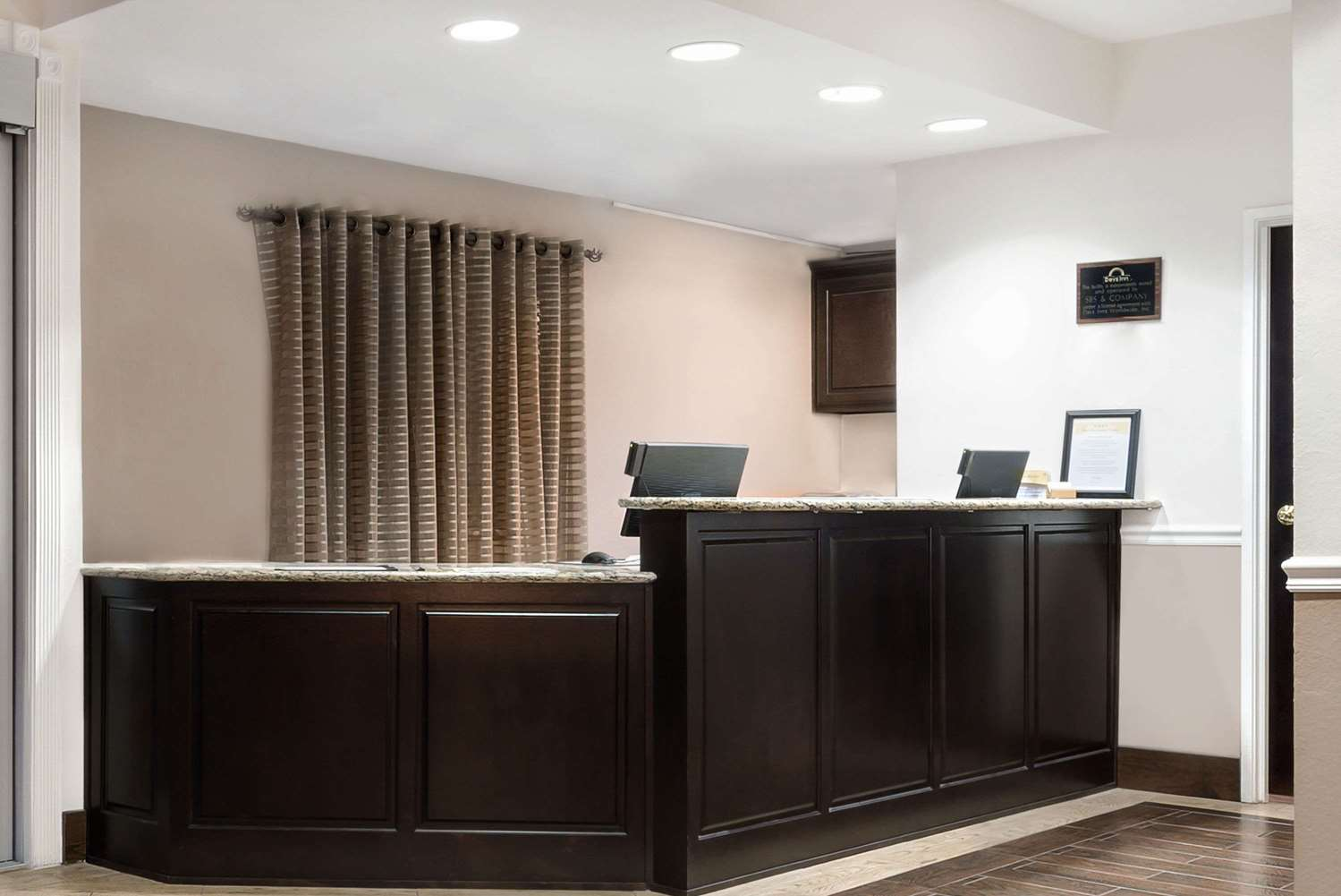 Lobby - Days Inn & Suites Northwest Dallas